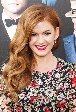 Isla Fisher's voluminous vintage side-swept waves